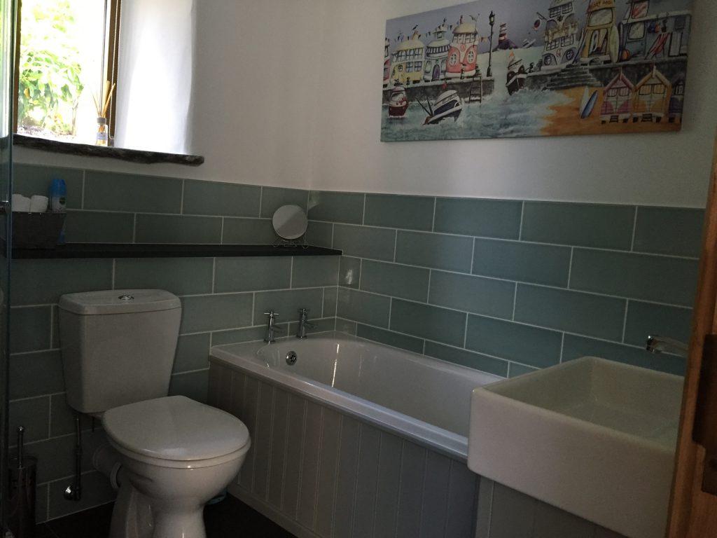 Flittermouse Cottage bathroom
